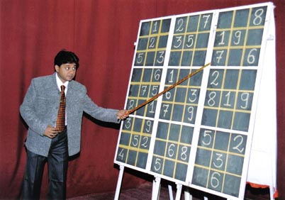 Divesh Shah explaining tricks to solve Sudoku